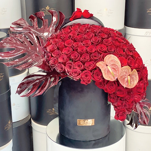 Extra Large Flowers In Cascade Shape all Red