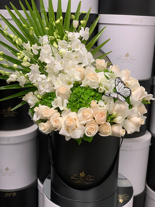 Large Flower Arrangment in color green and white