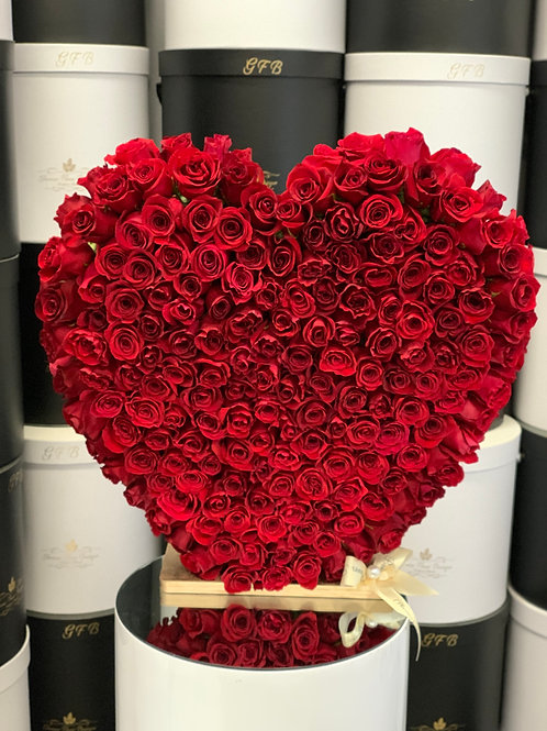 """Heart Shape Red Roses Stand in Size 20"""""""