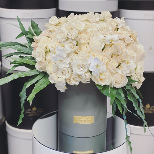 Large Size Flower Bouquet in Color white and Green