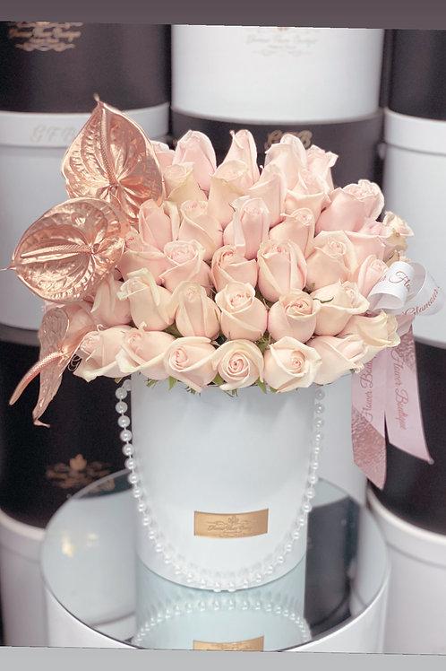 Medium Size Rose Bouquet with corner Gold Antrum