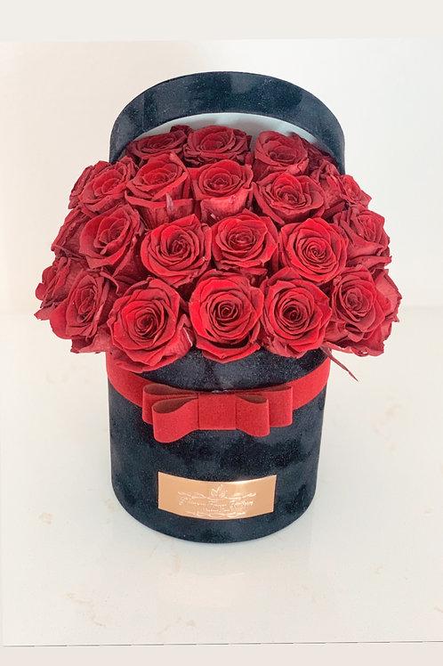 Fresh Red Roses in Small Velvet Box