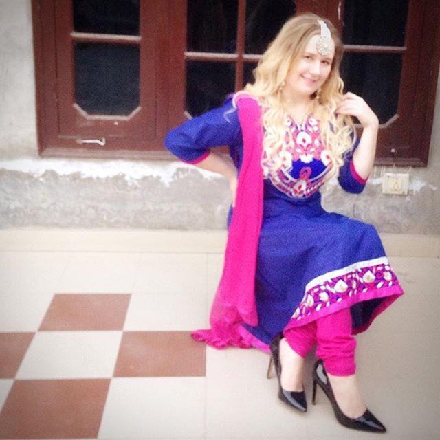 Love the colours and embroidery on this anarkali suit 😍😘❤️ #anarkali #anarkalisuit #indianfashion #iloveindiandashion #pink #blue #tiediedup