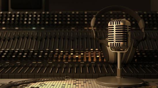 muzyka--drugoe-mikrofon-naushniki-pult-1