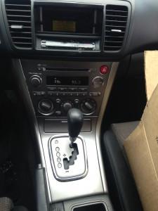 2005 Subaru Legacy 2.5i center console