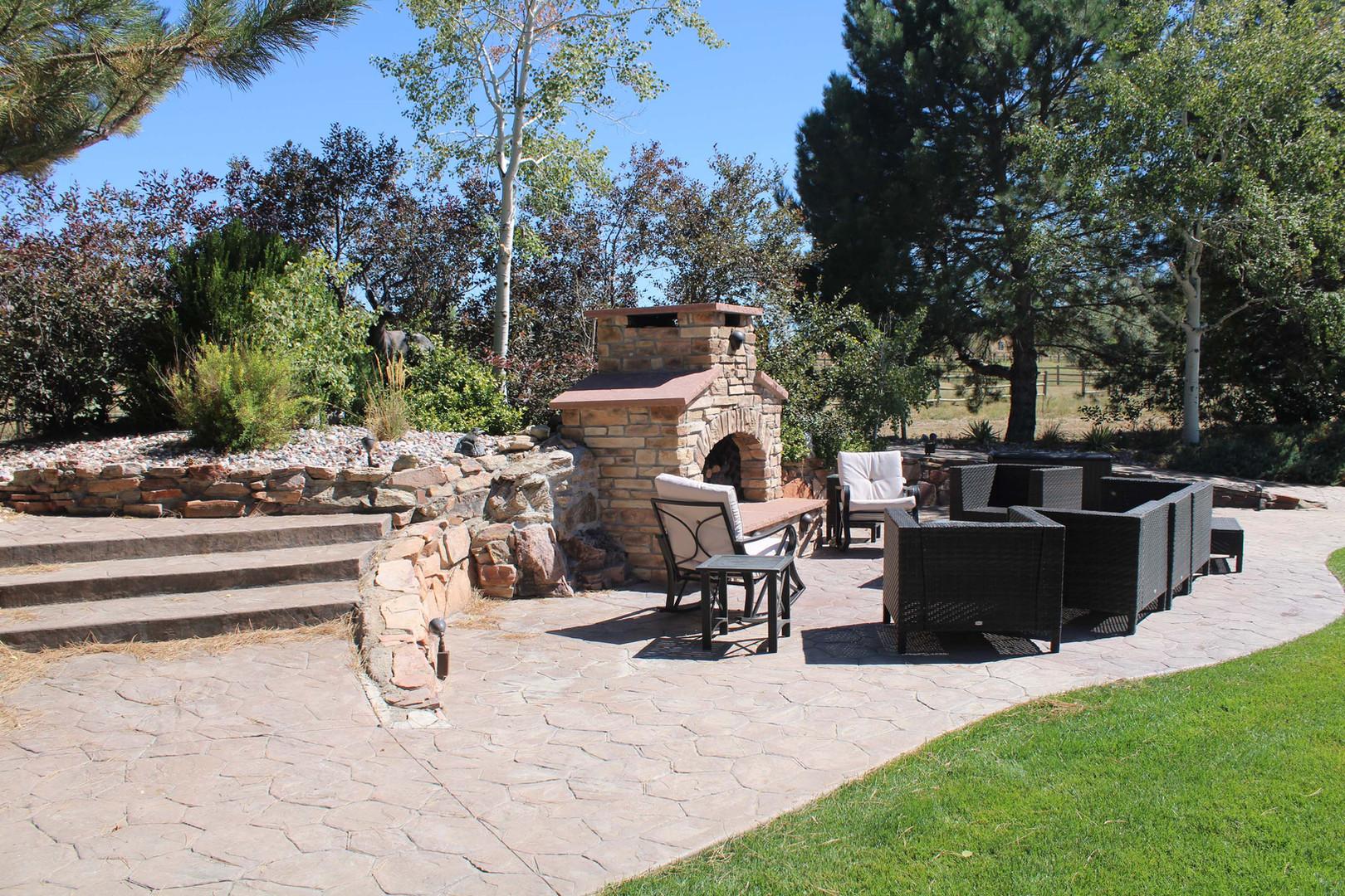 landscaped outdoor patio