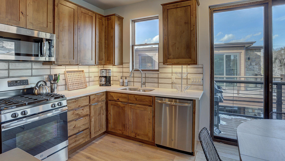 1080_blue_river_pkwy-large-010-026-kitch