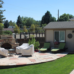 custom landscaped outdoor patio