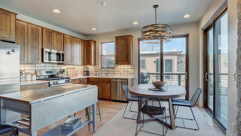 1080_blue_river_pkwy-large-006-004-kitch