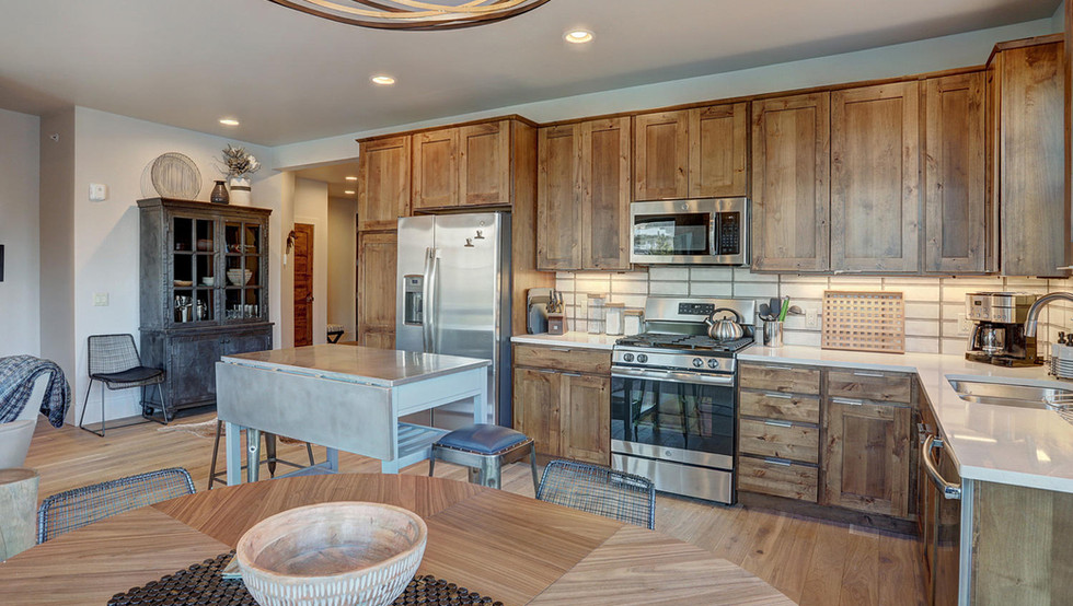 1080_blue_river_pkwy-large-008-007-kitch