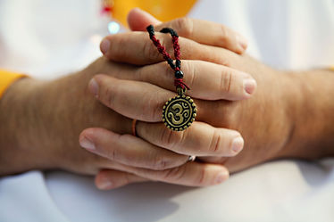 guruj_prayerhands_sumati_Feb2011.jpg