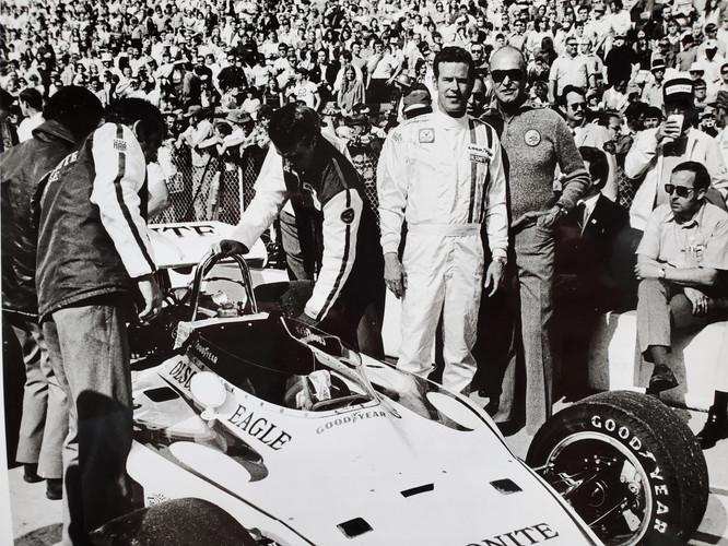 Bobby Unser and Ozzie Olson 1972.jpg