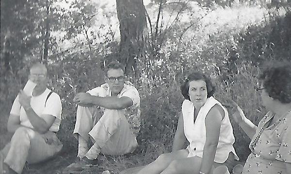 PicnicSummer1952.jpg