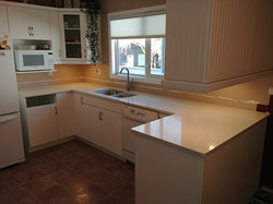 White kitchen with speckle