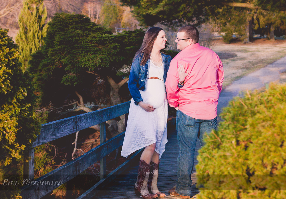 Maternity Photography In newark ohio at dawes arbortorium