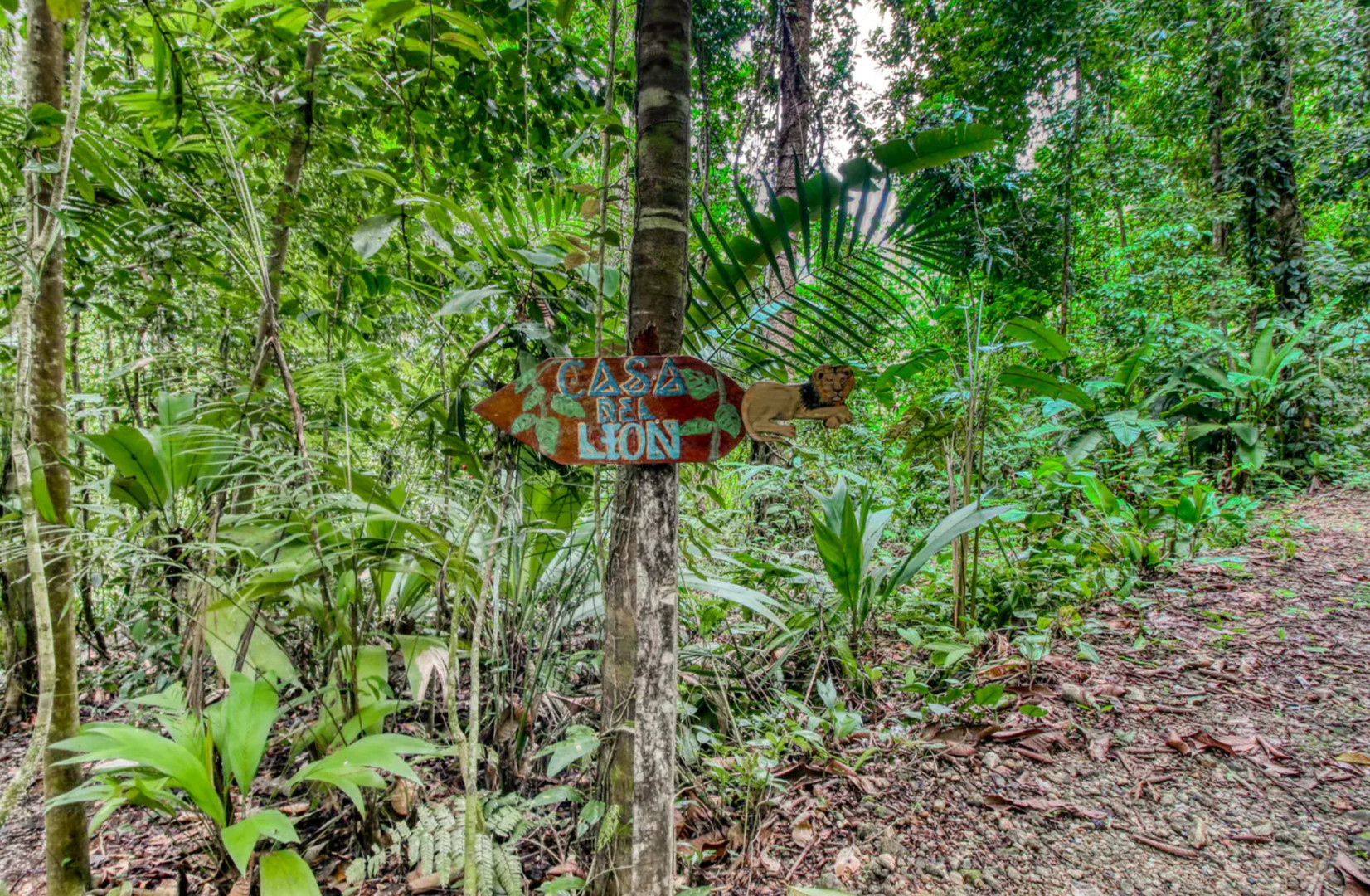 Sign on trail to Casa de Leon