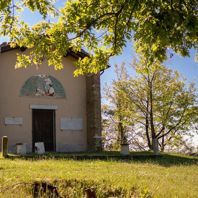 la chiesa di Cerreta S.Nicola, in primavera