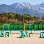 Spiaggia ed Alpi Apuane