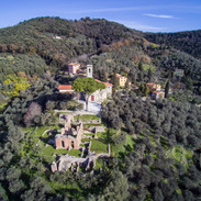 la chiesa di Massaciuccoli e le Terme Romane