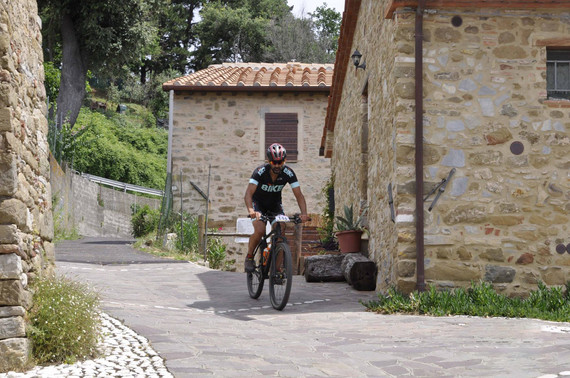 passaggio nel borgo di Montigiano, verso Pieve a Elici