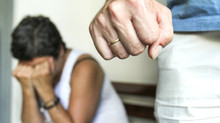 Dormindo com o inimigo: mulheres relatam violência doméstica na noite de natal