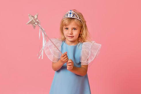 adorable-little-girl-costume-wand.jpeg