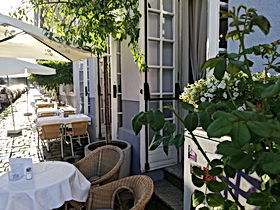 Restaurant Edelhof Schanigarten .jpg