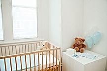 Chambre de bébé avec des doudous