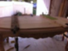 Table basse en cours de restauration