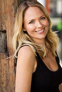 Lara Cox (Rebecca Woodruff)