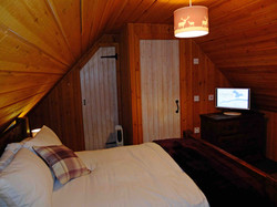 7 Master Bedroom with tele