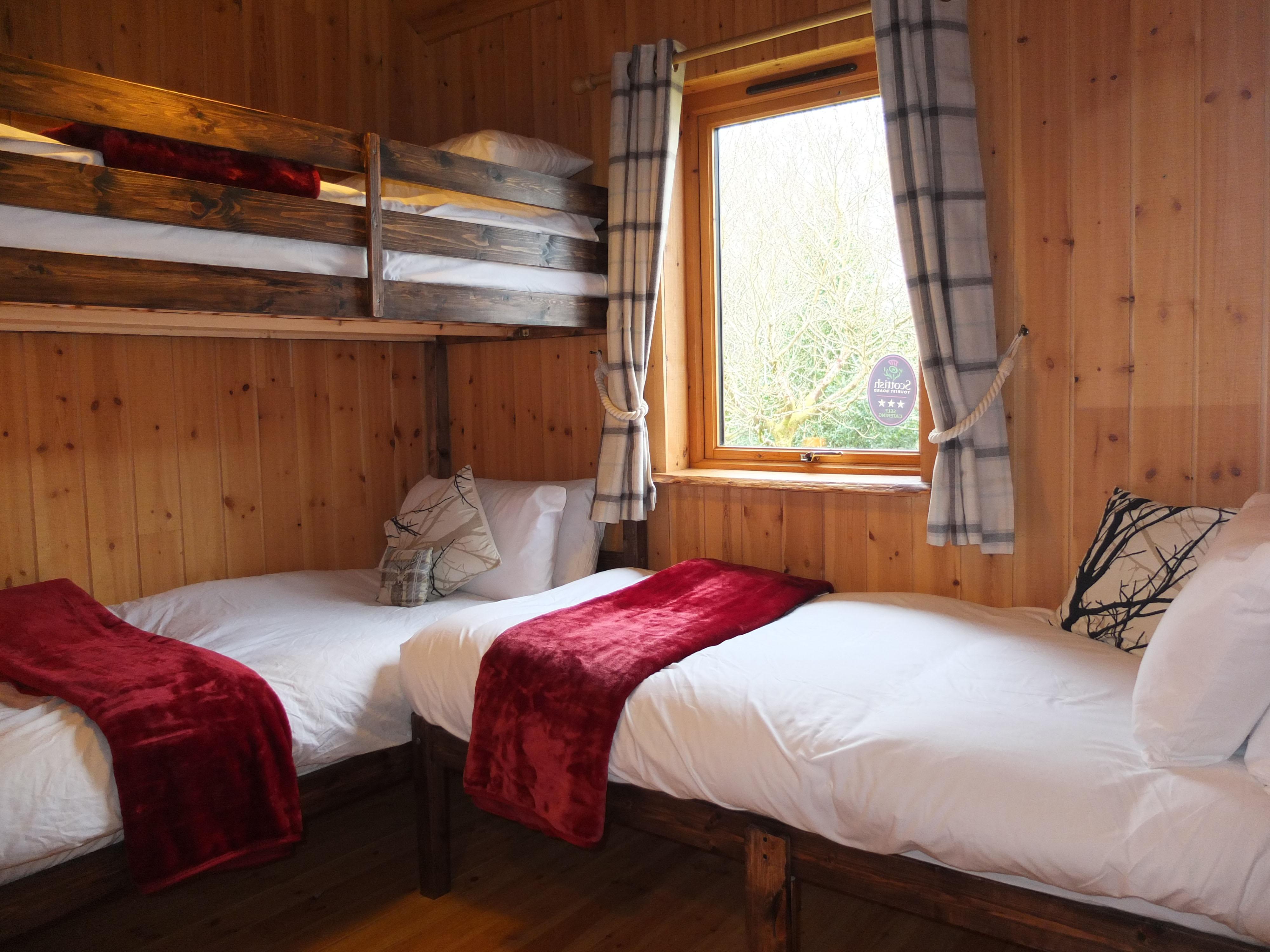 Oak Triple room 2