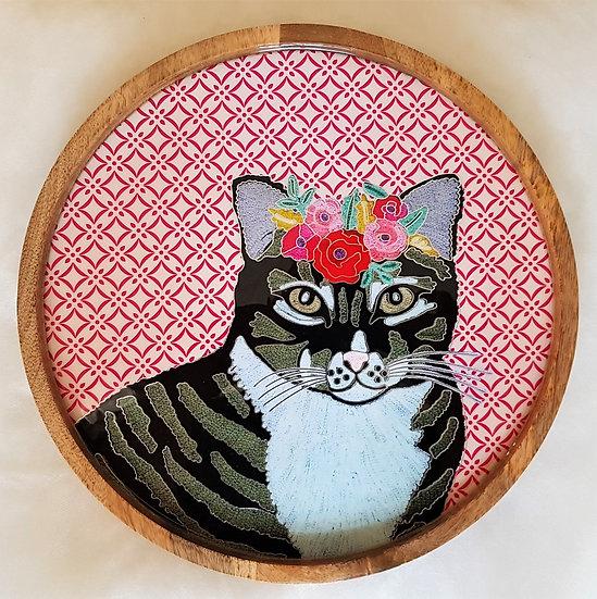 חתולה מגונדרת