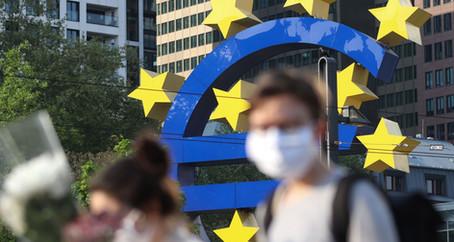 Objem bankovních úvěrů v eurozóně roste, krizi navzdory
