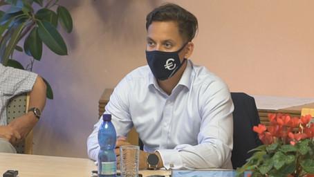 Národní debatu zastavil koronavirus