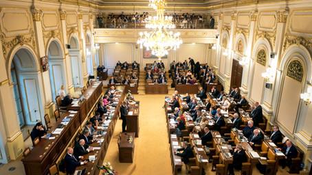 Češi, kteří chtějí euro, mají smůlu. Politici je nepodpoří.