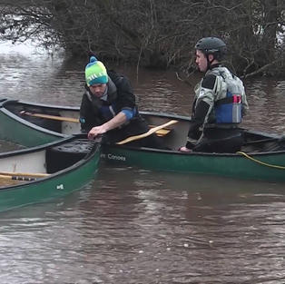 FSRT Emptying a capsized canoe with help 1