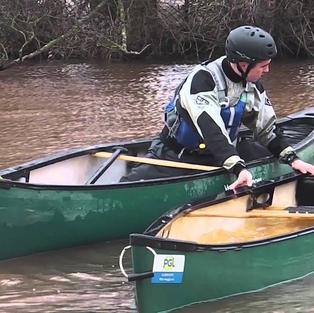 FSRT Emptying a capsized canoe on your own 2