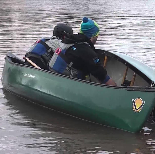 FSRT Emptying a capsized canoe with help Curl 2