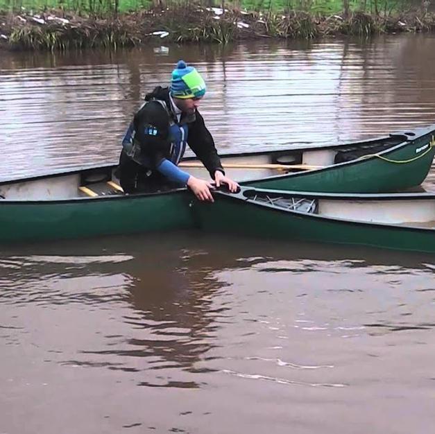 FSRT Emptying a capsized canoe