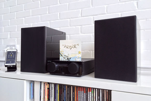 Cyrus One amplifier and One Linear loudspeakers,