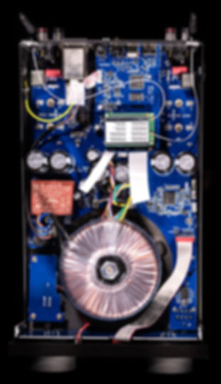 inside the Cyrus One Cast amplifier,