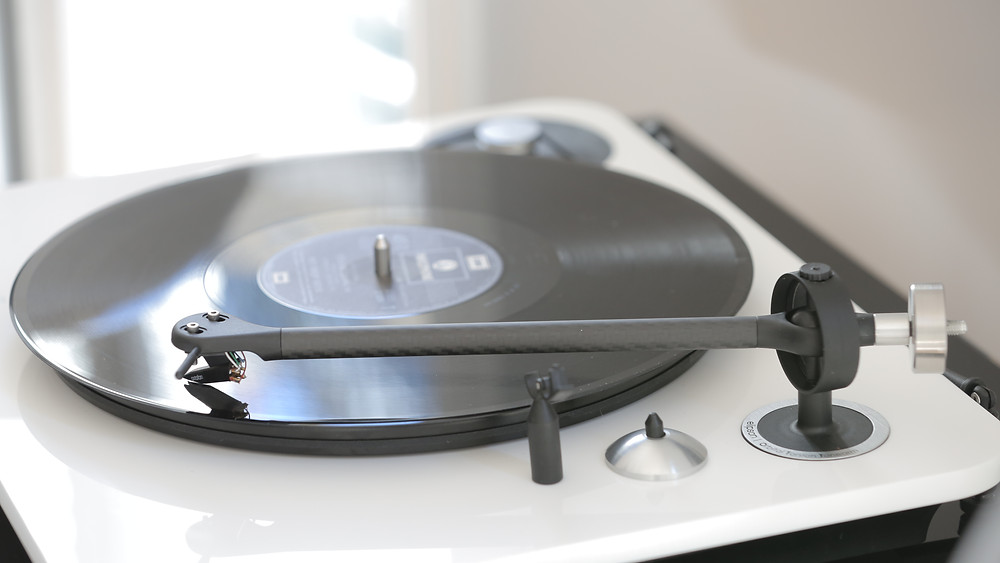 is vinyl worth getting into now? the Elipson Alpha 100 turntable