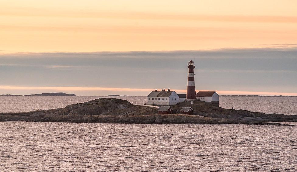 norway-island-2075449_1920.jpg