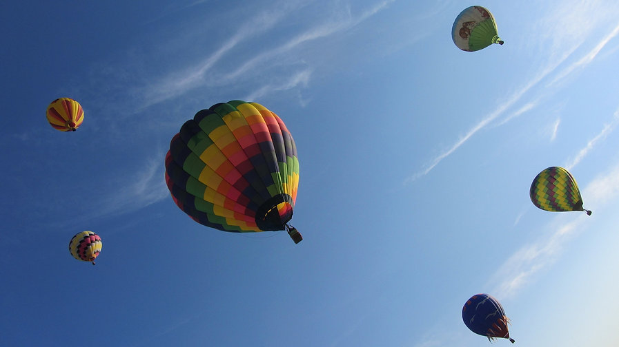 hot-air-balloon-1236209_1920.jpg