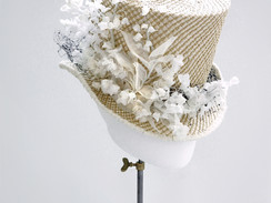 Straw topper with flowers