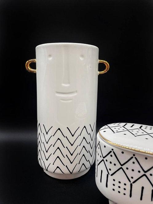 Vaso -GDECO bianco stilizzato