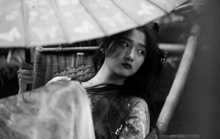 0926電影《影》劇照白小妍.jpg
