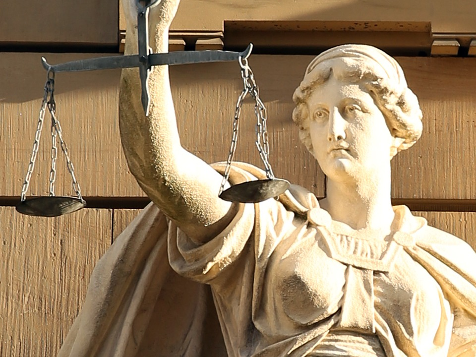 justitia-421805_960_720