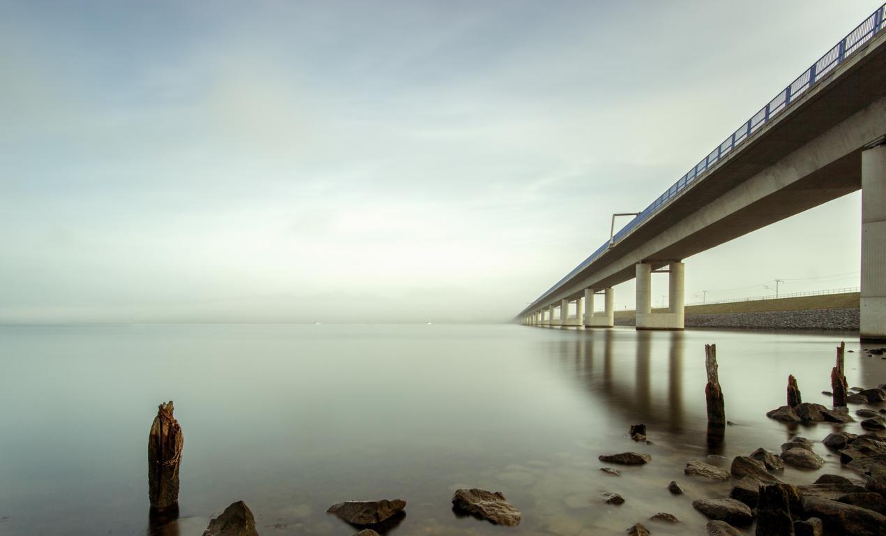Rügenbrücke Stralsund im Nebel